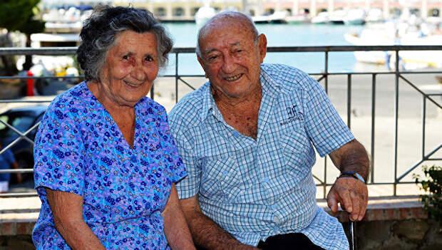 Жители деревни Аччароли, возраст которых приближается к 100 годам
