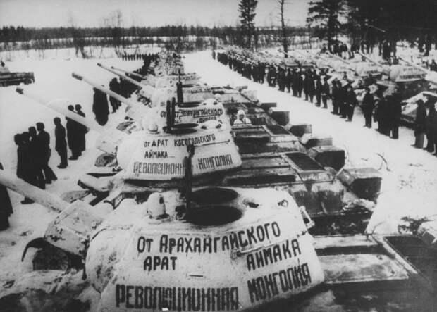 Торжественная передача танковой колонны «Революционная Монголия» войнам 112-й краснознаменной танковой бригады