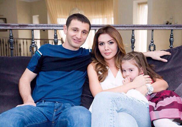 Жена Дзагоева уехала из страны, забрав с собой пятилетнюю дочь и сына, из-за измены с подругой