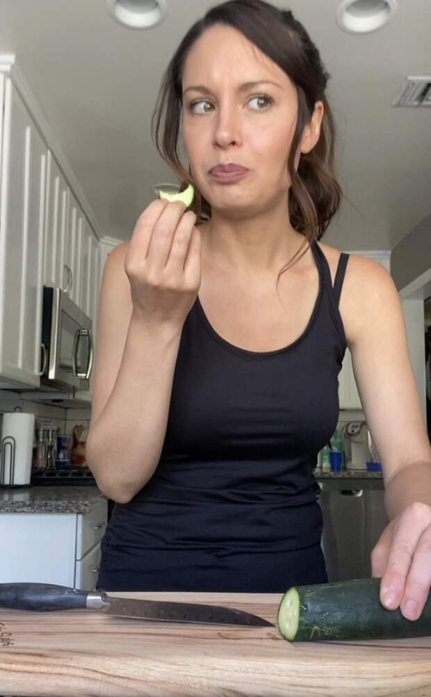 Чтобы огурец стал вкуснее, его нужно «подоить», ивот, как это сделать