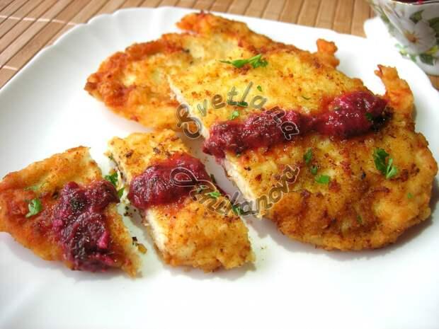 Вкусные и Сочные ОТБИВНЫЕ из Куриного филе в Кляре с соусом ткемали