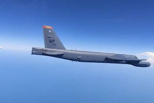 Российский истребитель перехватил самолеты США и Британии над Черным морем