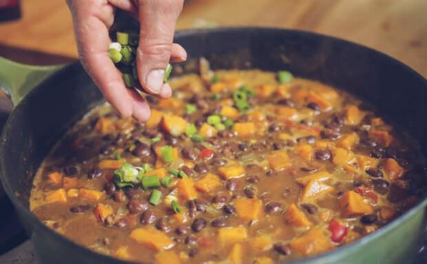 Рагу из тыквы на сковороде. Добавляем бобов и полностью заменяем ими мясо