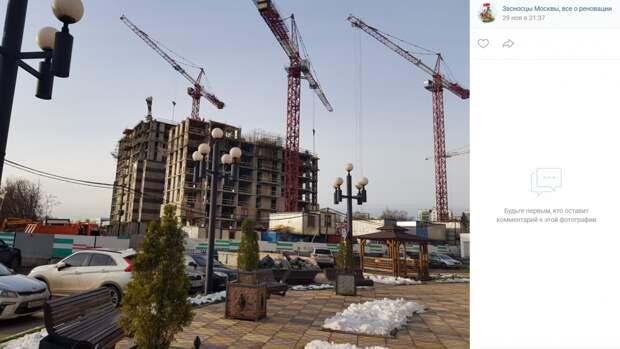 На Академика Скрябина приступили к облицовке домов по программе реновации