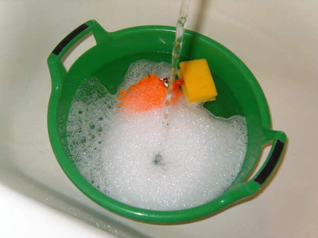 Раствор и атрибуты для мытья окон