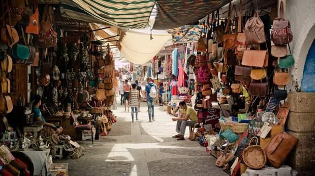 9 бессмысленных покупок в путешествиях, на которые пора перестать тратить деньги