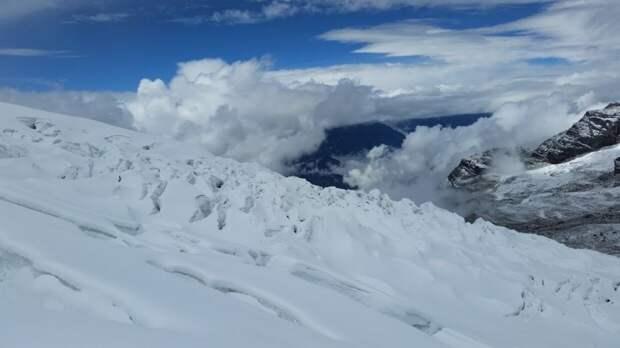 Три российских скалолаза пропали в горах на территории Непала