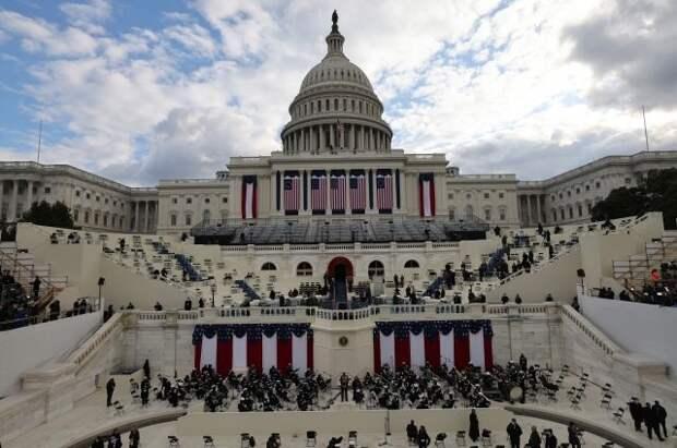 Байден прибыл в Капитолий на церемонию инаугурации