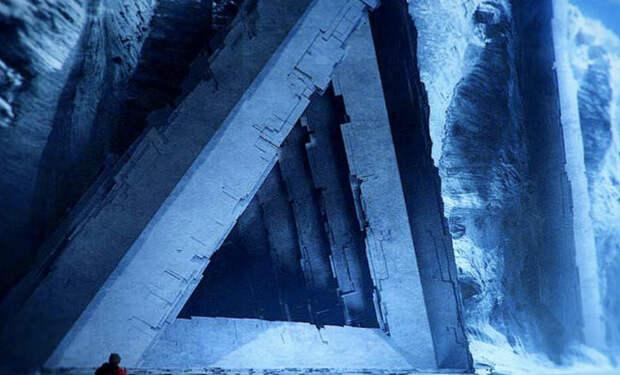 Растаявший ледник открыл странное сооружение в Антарктиде