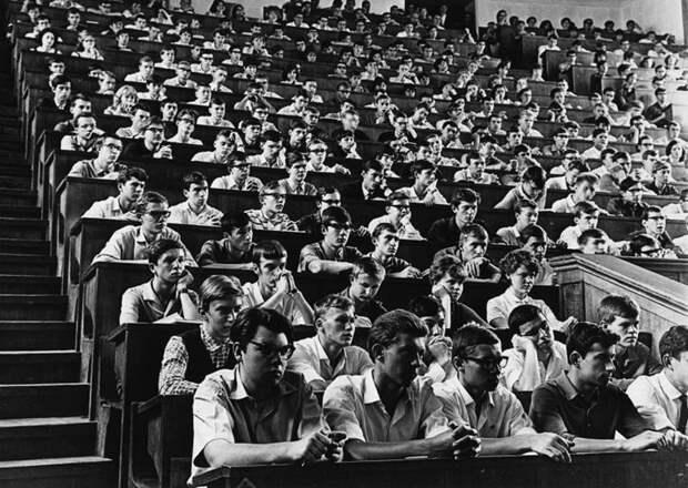 Проблемы российских студентов, олимпиада по астрономии и распознавание напетых песен