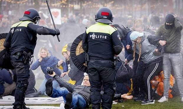 Народ отменяет карантины «снизу»: как европейцы восстают против властиНарод отменяет карантины «снизу»: как европейцы восстают против власти