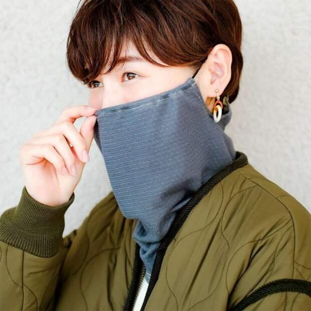 Как выглядит японская маска-снуд, модная альтернатива медицинской маске