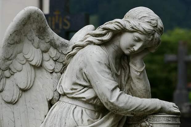 На Введенском кладбище отреставрировали старинные надгробия
