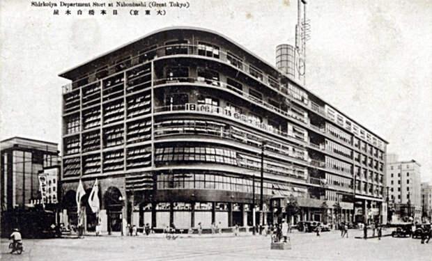 В 1946 году вышел первый продукт под маркой Sony: рисоварка, сделанная из деревянного ведра