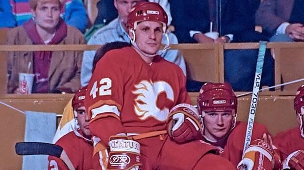 Легендарный гол советского хоккеиста Ларионова. Он перебросил шайбу через вратаря, впервые забив за клуб из США