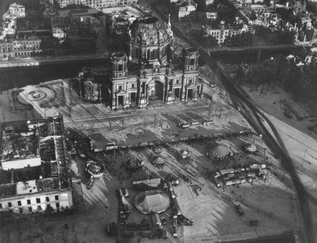 2029 Послевоенный Берлин с высоты птичьего полета