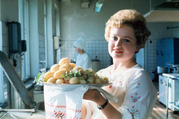 5 вещей, которых никто не требовал от советских женщин, а современные всем должны