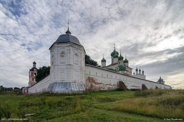 Миф о религиозной войне между христианским городом и языческой деревней в Северо-Восточной Руси