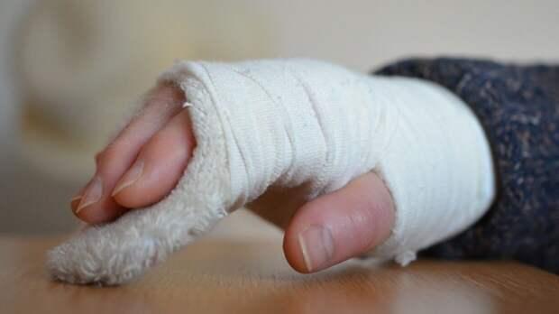 Бурный утренний секс мурманчанки закончился переломом руки