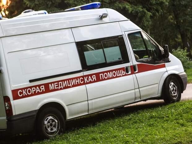 Volkswagen выехал на тротуар в Петербурге и сбил пешехода