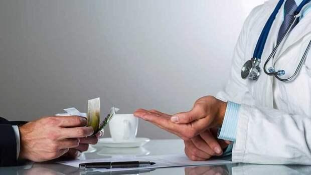 Разложение медицины: бюрократы стали миллионерами, врачи - нищими