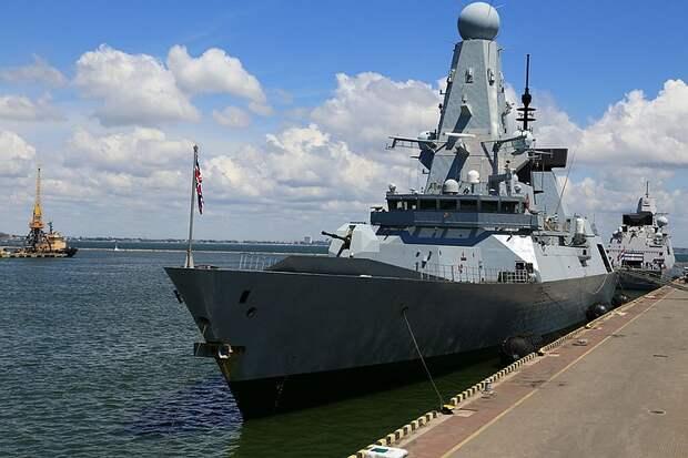 """Минобороны: эсминец """"Defender"""" оставил в истории английского флота """"ароматное пятно"""""""
