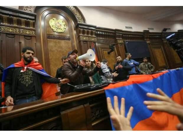 Война в Карабахе окончена – в Донбассе начинается. Что ждёт Украину после агрессии против России?