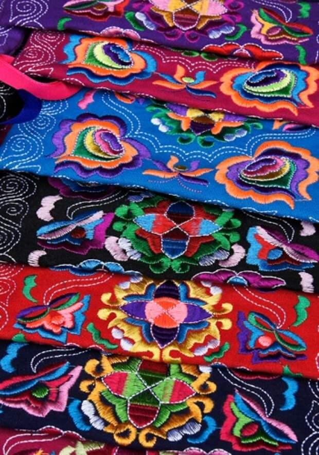 Традиционные занятия женщин яо — вышивка и ткачество