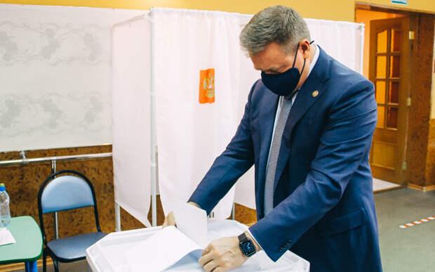 Губернатор Николай Любимов проголосовал на выборах в Госдуму