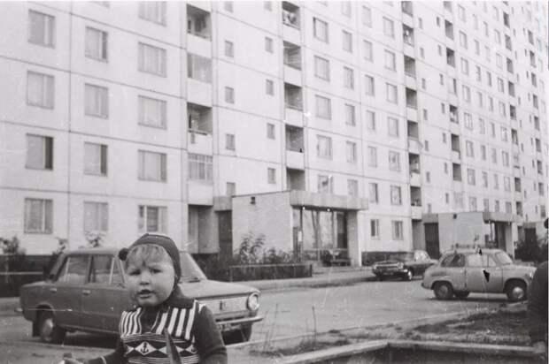 В сети опубликован ретро-снимок двора на Бибиревской