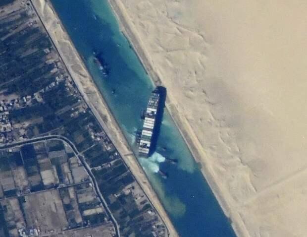 Арестовано судно, заблокировавшее Суэцкий канал, отвладельцев требуют почти $1 млрд компенсации