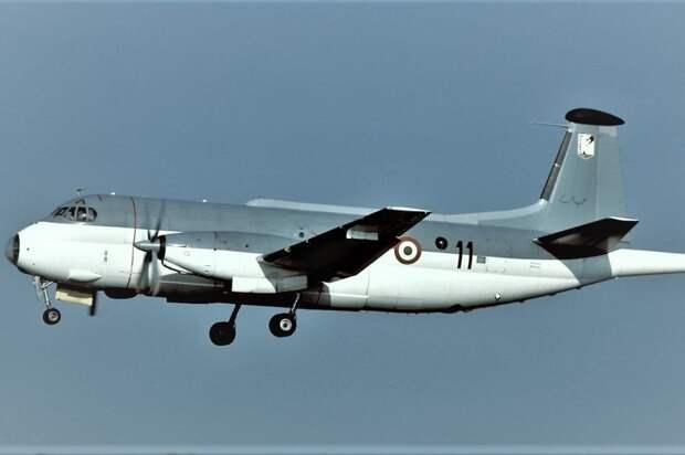 Истребитель Су-27 перехватил над Черным морем разведчика из Италии