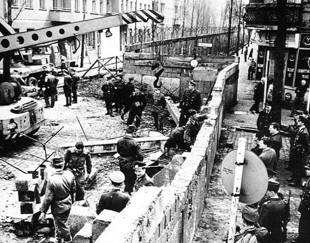 Строительство Берлинской стены, 1961. Весь Мир, история, фотографии