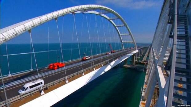 Попрошайки на Крымском мосту ловят всех на на одну и ту же «приманку»