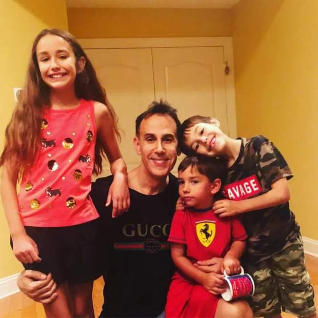 Миллионы втрусах: бразильянка гордится мужем-стриптизером инепротив, чтобы дети пошли поего стопам