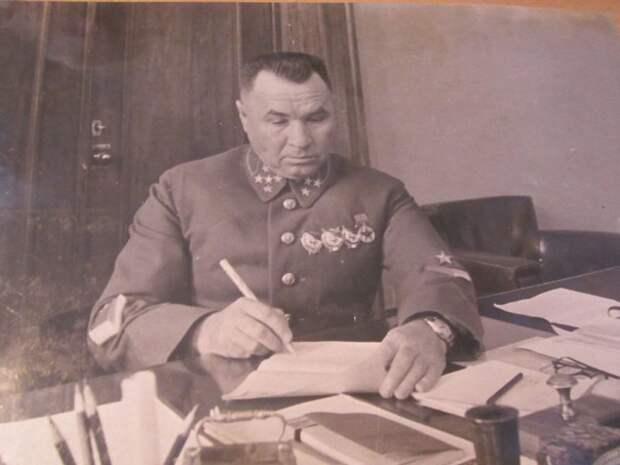 Как генерал Апанасенко прилюдно обматерил Сталина и чем всё это закончилось