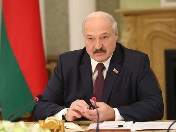 """Лукашенко заявил об умолкших из-за задержанных россиян """"старших братьях"""""""