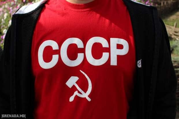Полиция Венгрии открестилась от требования к россиянам снять одежду с символикой СССР