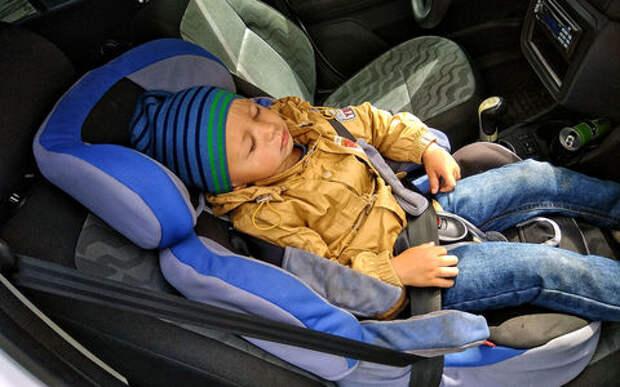 Новые поправки в ПДД: детей в машине не оставлять, на встречку не выезжать