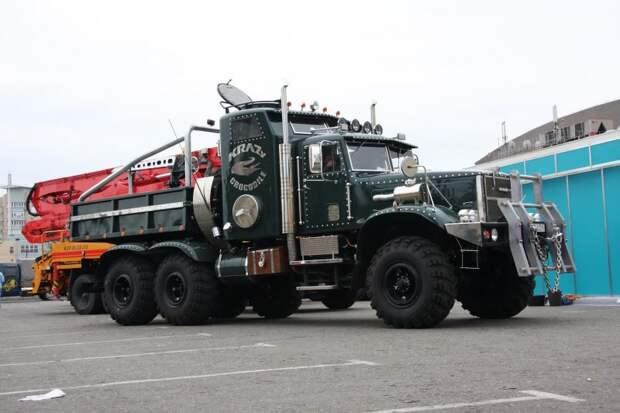 Этот «лаптежник» сделали году в 2008-м на самом КрАЗе для использования в качестве шоу-мобиля на выставках. авто, автотюнинг, грузовик, краз, самосвал, советская техника, тюнинг, тягач