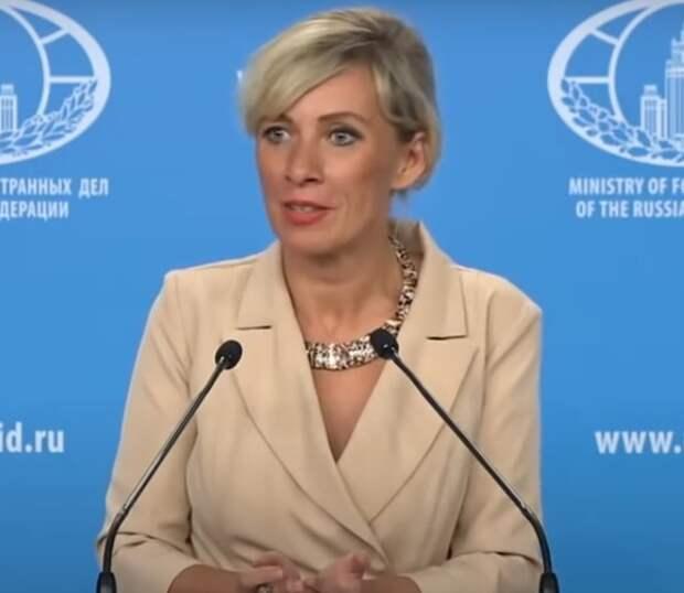Песков и Захарова сильно разошлись в оценке обращения СМИ о законе об иноагентах