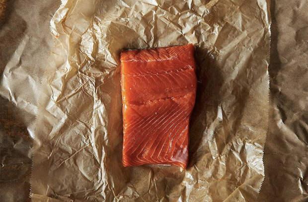 Простой способ быстро разморозить рыбу