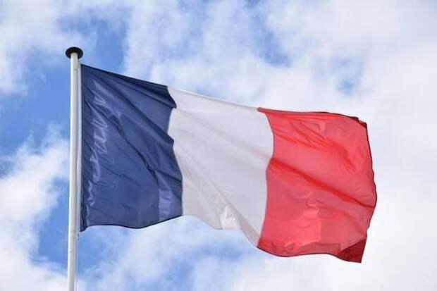 Франция решила кнутом заставить граждан вакцинироваться от коронавируса