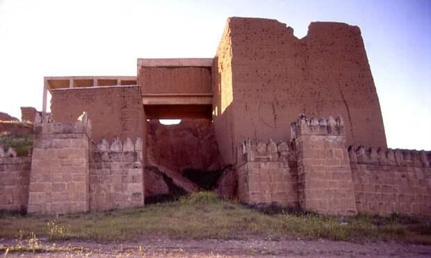 Nineveh Adad gate exterior entrance far2.JPG