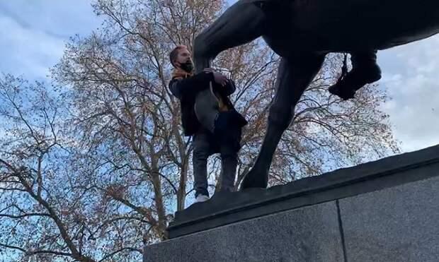 Дело вандала, осквернившего памятник казакам в Краснодаре, направили в суд