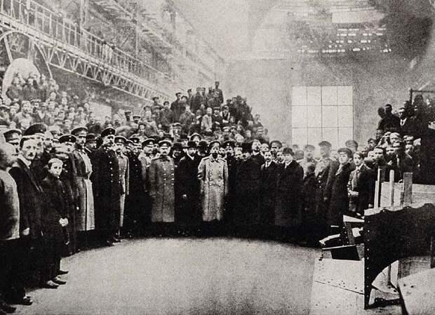 Император Николай II посещает Путиловский завод