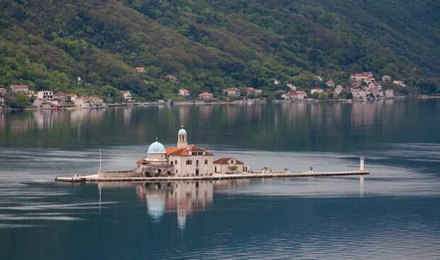 Остров «Госпа од Шкрпела», Черногория