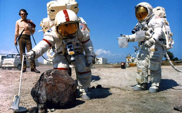Baijiahao: РФ и КНР могут доказать обман США с высадкой астронавтов на Луну