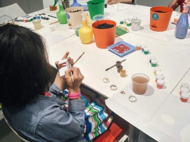 Рисование. Фото из архива музея