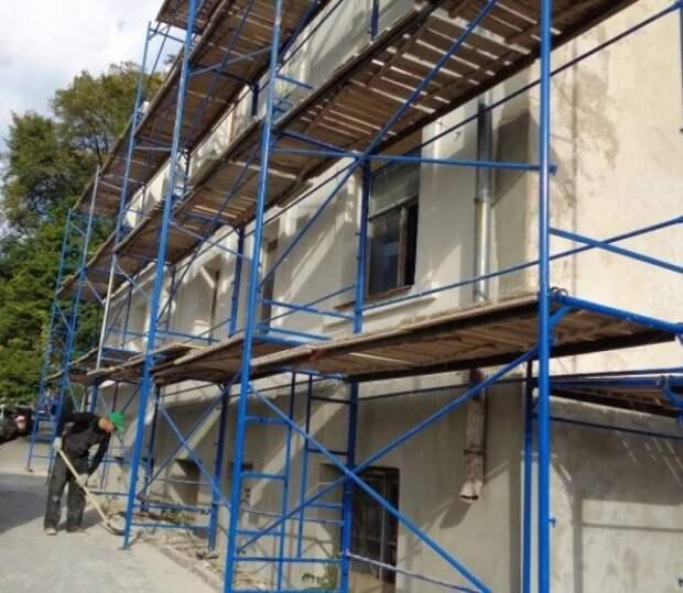 В Севастополе обновляют фасады зданий